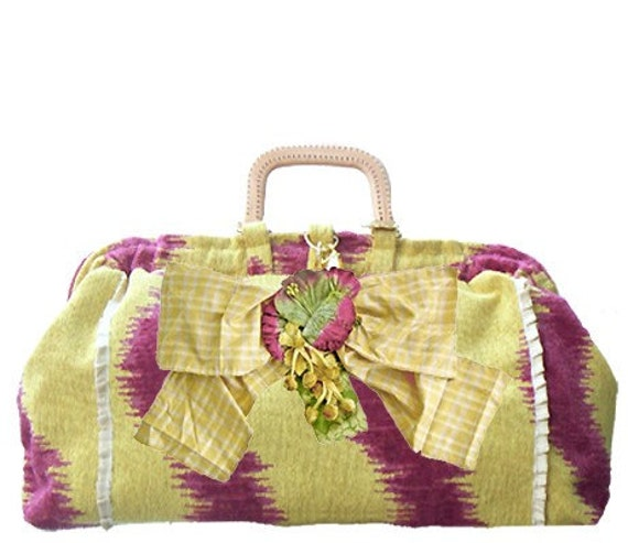 beth petite carpetbag with bow pin