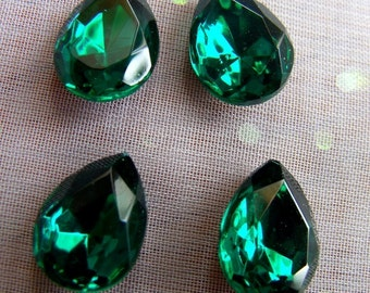 Emerald Green 15x11mm Pear Glass Faceted Gems 4 Pcs