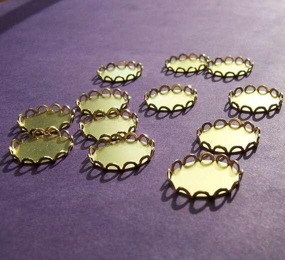 Lace Edged Brass 15mm Round Settings 12 Pcs