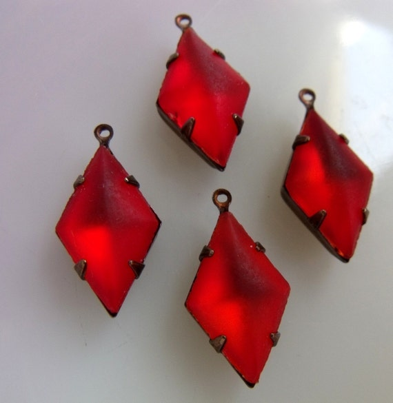 Hyacinth Frosted Vintage Glass Diamond Drops - 21X12 - four