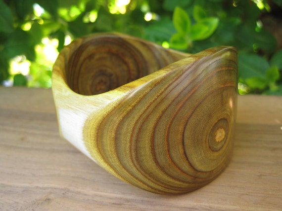 Wood Bangle - Sumac Bracelet - Size X Small - Amazing Grain - Branch Grain - Wooden Jewellery - Canada - Sustainable - Green - Sapwood