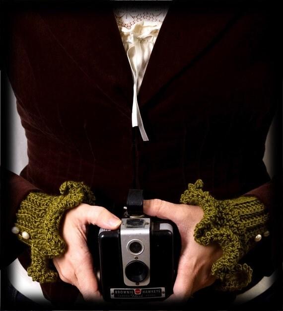 Luxurious Merino\/Silk Irish Moss Victorian Cuffs