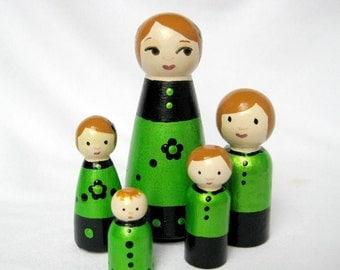 Green Family... Family of 5 Tiny Dolls