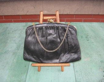 Vintage black leather kiss and lock snap clutch purse w/ chain strap