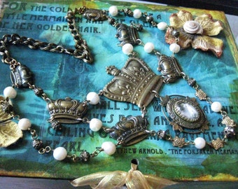 Royal Courting - The Queens of Misfortune / Pearl and Filigree Cascade Necklace