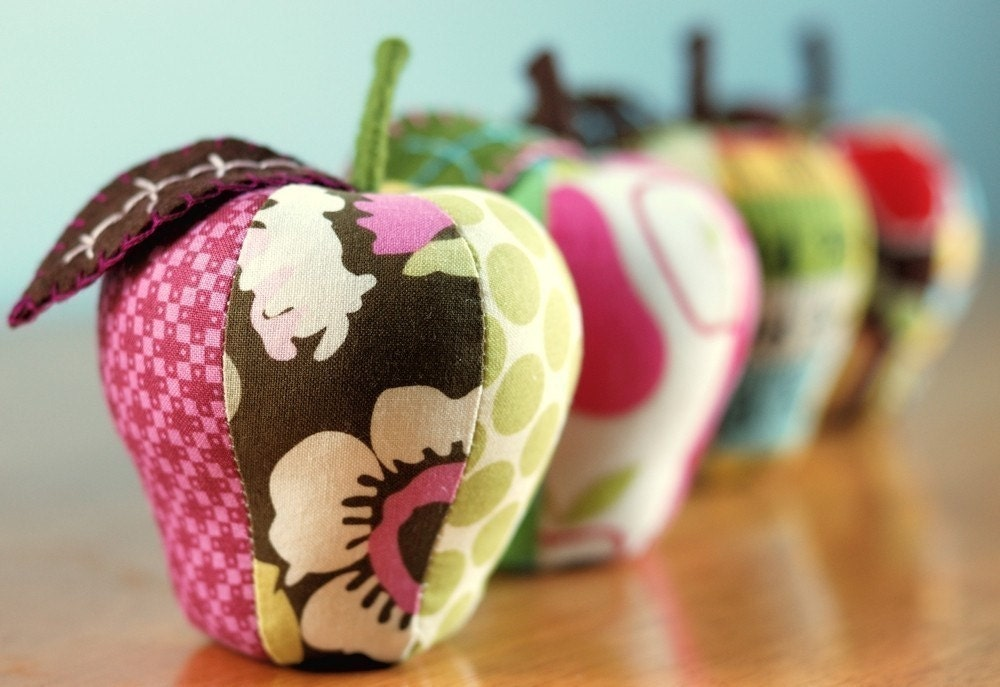 Sew this: Easy Apple Pincushion - Free Template | Craft ...