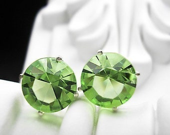Peridot -vintage glass earrings