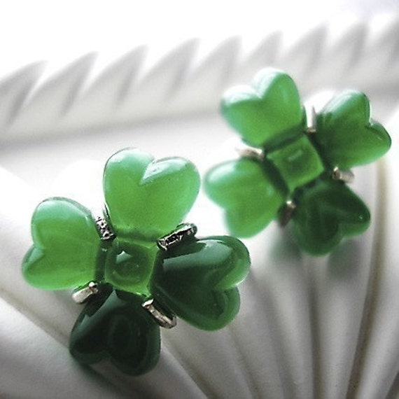 Clovers -vintage glass earrings