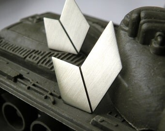 Manu Militari - sterling silver chevron stud earrings