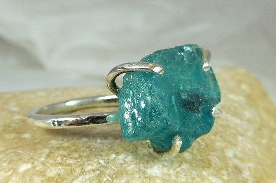Huge Raw apatite solitaire