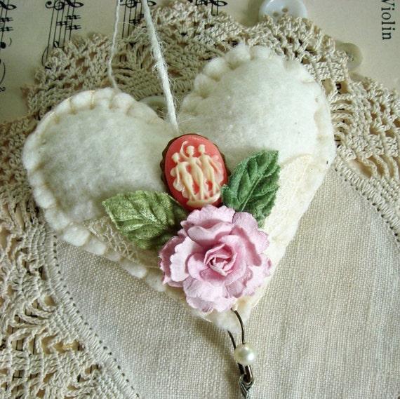 BONJOUR  hand stitched cotton batting mini heart - no 37