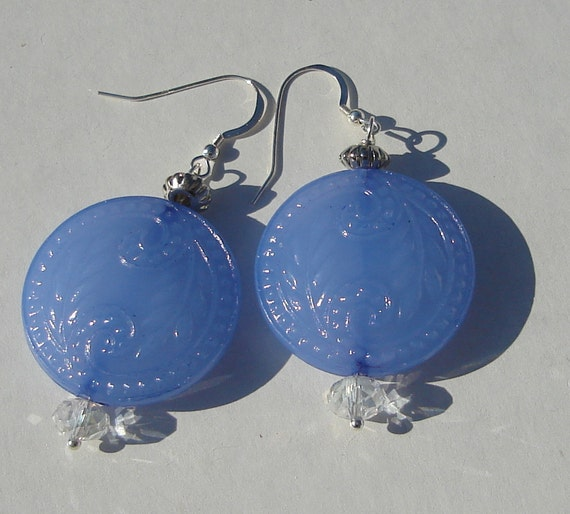 vintage lucite periwinkle medallion pierced dangle wire wrapped earrings