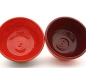 Set of Two Bowls Bright Coral and Cranberry