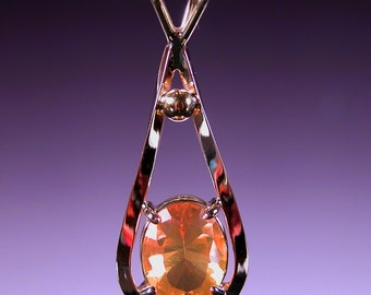 Opal Pendant in 18 karat Gold SWEET FIRE
