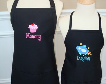 Personalized Mommy and Me Son and mom Apron Set  Mother grandmom Nana Grandma Mama Abuelita  GREAT Christmas  gift