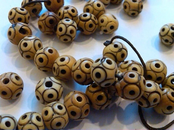 Closeout - 17 carved round bone beads