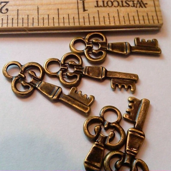 5 antiqued finished brass keys ( bronze ) pendant, charm, connector
