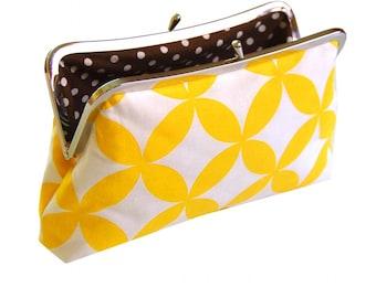 Clutch purse in yellow geo
