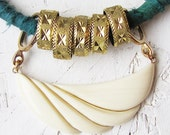 Fiorenza - green and ivory silk necklace