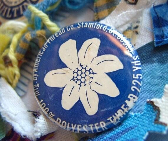 Sew Vintage ... Upcycled Thread Spool PinBacks
