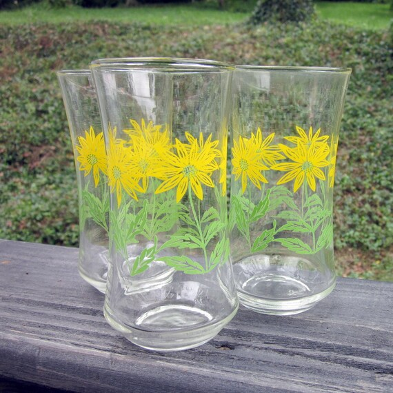 Vintage Beverage Glasses - Three Yellow Daisy - Summer Clearance