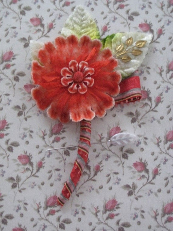 Moulin Rouge Boutonniere