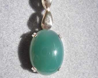18MM X 15MM oval cabachon green quartz sterling silver pendant with 16 inch snake chain