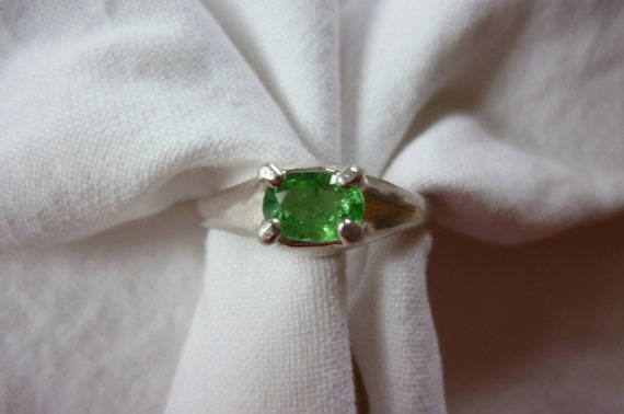 6MM X 4MM oval cut .59 CT african tsavorite garnet sterling silver ring SIZE 7 1/2