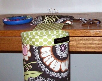 Thread Catcher // Scrap Caddy // Scrap Bag // Pin Cushion // With Rubberized Gripper Strip // Amy Butler Lacework Olive