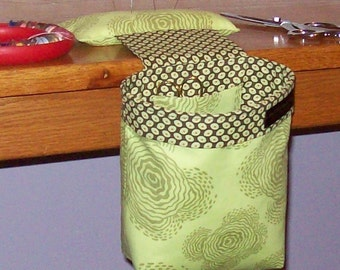Thread Catcher, Scrap Caddy, Scrap Bag, Pin Cushion with Rubberized Gripper Strip - Amy Butler Floating Buds