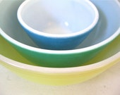 Vintage Pyrex Mixing Bowls - Yellow, Green, Blue - Set of 3