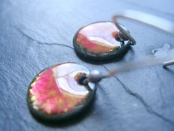 TAIYOU-color splash petite enamel disk earrings