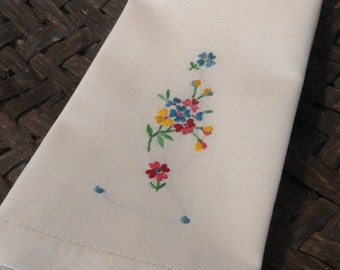 Pretty Posies Embroidered Vintage Fingertip Towel