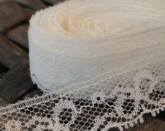 White Vintage Lace Trim with Bows Over 5 Yards