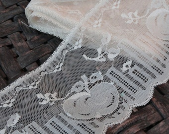 3 5/8 in. Ivory Vintage Lace Trim with Peaches and Flowers Over 4 yds.