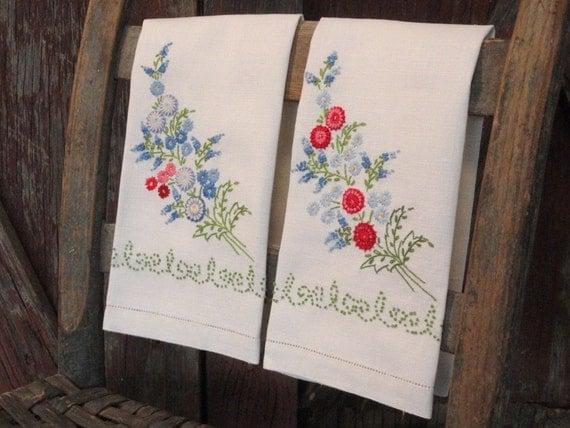 Vintage Linen Fingertip Towel Set Embroidered Flowers Red Blue