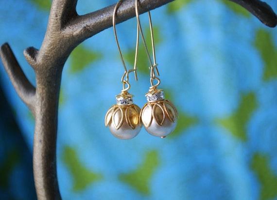 Pearl lotus Bauble Earrings