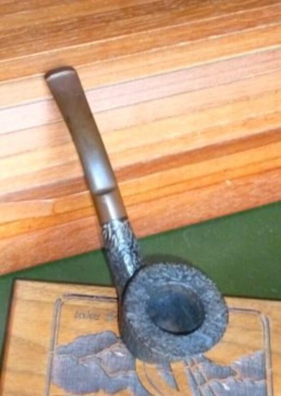 Harriels Tobacco Vintage Pipe .