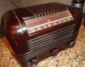 Vintage Bakelite RCA Victor Tabletop Radio-Works great.  Portable, electric, no cracks or chips.  VGC Vtg History