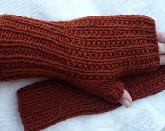 Rust --- fingerless gloves --- small