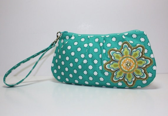 Sweet Pea Zip and Go Wristlet / Meadow Sweet Vintage Paisley / Ginger Blossom