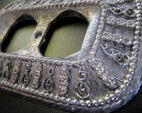 Vintage Outlet Cover - Ornate 1968 Switch Plate - SALE