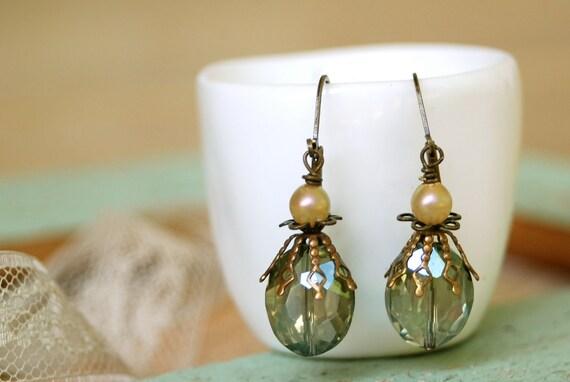 Down by the sea.elegant green beaded pearl earrings. Tiedupmemories