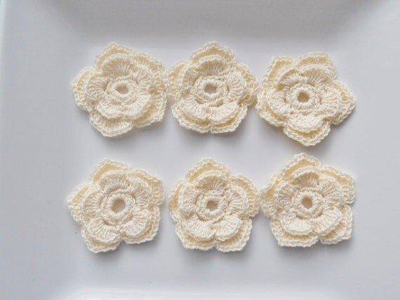Crochet flower appliques - in ivory cream - double layer - 5 petals