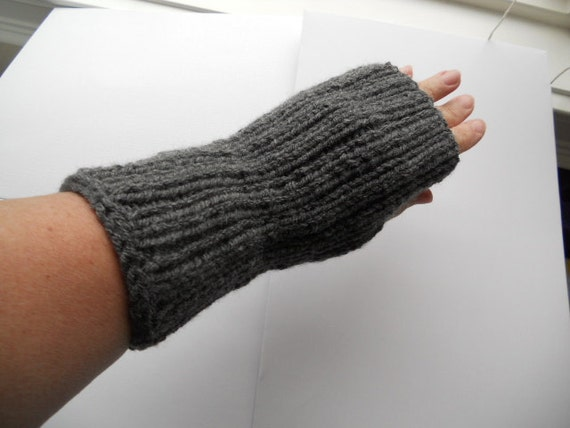 Knit fingerless gloves, wrist warmers, arm warmers in grey driving gloves