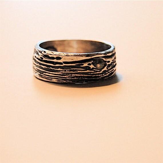 Woodgrain WEDDING RING Simple Bark Band Artisan Ecofriendly Fine
