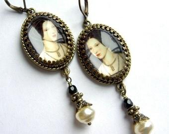 Anne Boleyn Earrings - Tudor Earrings - Elizabethan Jewelry - Tudor Jewelry - SCA - Cosplay Earrings - Historical Jewelry - Faire Earrings