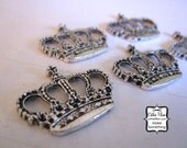 Crown Flat Charms - set of 5 - Embellishment, Charm, Jewelry Making, Bracelet - Antique silver