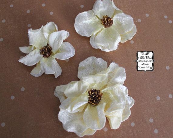 Ivory Velvet flowers - 3 pcs - CRINKLED - Millinery, Altered Art, Hair Flowers, Silk, Embellishments