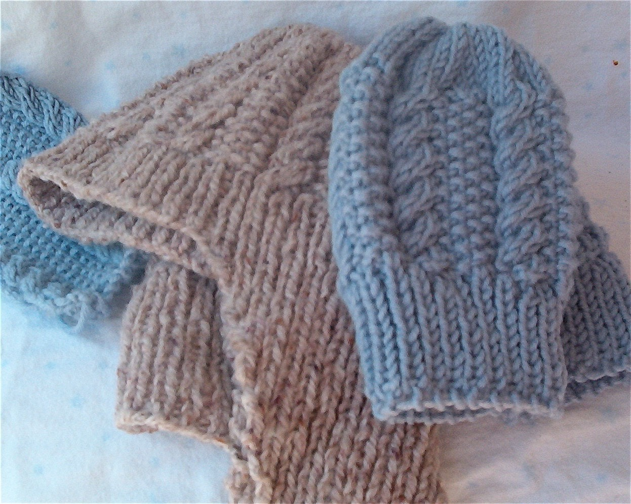 Moss Stitch Knitting Pattern Scarf : Cable and Moss Stitch Baby Beanie Scarf and Mittens Set